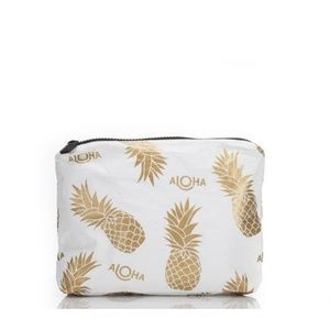 Aloha Co.  Sm White Pineapple Fields Pouch NWOT